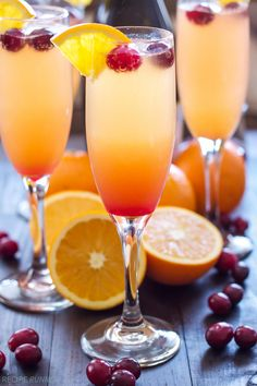 For a fun twist on a classic mimosa recipe, try this Cranberry Orange Mimosa. Mimosas are a classic brunch staple for a reason, but it's always fun to add new flavors to this Champagne cocktail. Brunch Drinks, Fun Drinks, Yummy Drinks, Beverages, Juice Drinks, Best Mimosa Recipe, Mimosas Recipe, Mimosa Cocktail Recipes, Non Alcoholic Mimosa