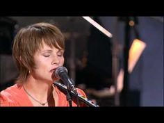 "Alison Krauss, Shawn Colvin & Jerry Douglas ""The Boxer"" Live-2007 - YouTube"