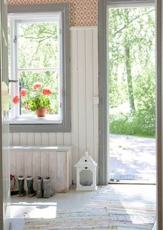 Paneling in kitchen - approx high Red Cottage, Cottage Style Homes, Cottage Farmhouse, Swedish Interiors, Swedish House, Swedish Cottage, Entry Hallway, Country Interior, Ship Lap Walls