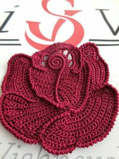 adventures textiles great color for these free form crochet circles Irish Crochet Patterns, Crochet Motifs, Freeform Crochet, Crochet Designs, Doilies Crochet, Doily Patterns, Dress Patterns, Crochet Leaves, Crochet Circles
