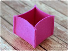 10 Minute DIY Felt Boxes | Oomanoot | Great idea for last minute gifts!