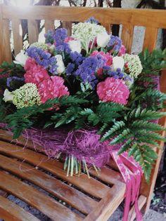 Приехали на свадьбу  #врн #свадьбаврн #цветы #букет #корзина #ленты #мдекор #мдизайн #декор #декорврн #vrn #wedding #weddingdecor #details #decor #mdecor #mdesign #mdizain #weddingvrn #flowers