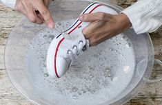 Easy and Best Ways to Clean White Converse Shoes How To Clean White Converse, White Converse Shoes, Leather Converse, Baby Boy Crochet Blanket, Power Clean, Sneakers Looks, Clean Shoes, Adidas Outfit, Baskets