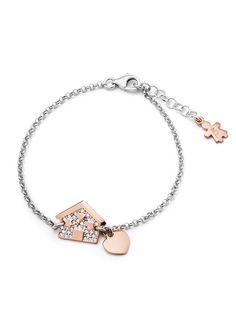 Anelli, bracciali, charms, orecchini, collane e pendenti: i gioielli Aquaforte sono tutti realizzati in argento dalle mani di abili esperti artigiani.