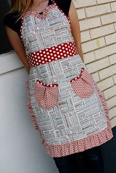 cute fabric combo but the pockets need to be reversed so you can get your hands into the pockets.
