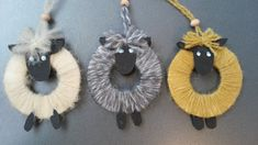 Får i garnrester diy Sheep Crafts, Yarn Crafts, Diy And Crafts, Classroom Art Projects, Projects For Kids, Animal Crafts For Kids, Art For Kids, Decoration Creche, Christmas Diy