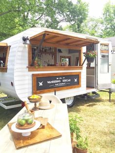 Handmade cocktails from The Wandering Sidecar Bar Co. Th… Handmade cocktails from The Wandering Sidecar Bar Co. This mobile bar service is a renovated 1960 Avalon camper. Coffee Carts, Coffee Truck, Mini Bars, Mobile Bar, Mobile Shop, Foodtrucks Ideas, Mein Café, Coffee Trailer, Caravan Bar