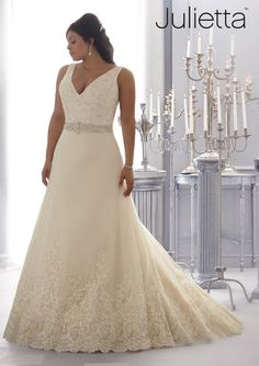 Cheap robe de mariage, Buy Quality plus size wedding directly from China plus size wedding gown Suppliers: Fast Shipping Plus Size Wedding Gowns 2015 V Neck Lace Appliques Beaded Ivory Bridal Gown Organza Robe De Mariage Wedding Dress Organza, Plus Size Wedding Gowns, Princess Wedding Dresses, Bridal Wedding Dresses, Wedding Dress Styles, Dream Wedding Dresses, Plus Size Dresses, Lace Wedding, Bridesmaid Dresses