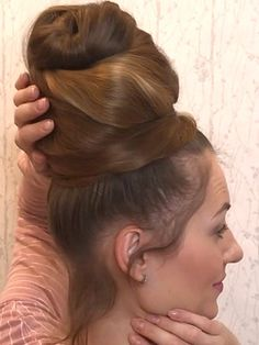 Best Picture For bun hairstyles with headband For Your Taste You are looking for something, and it i Donut Bun Hairstyles, Bun Hairstyles For Long Hair, Headband Hairstyles, Beautiful Braids, Beautiful Long Hair, Amazing Hair, Medium Hair Styles, Long Hair Styles, Top Bun