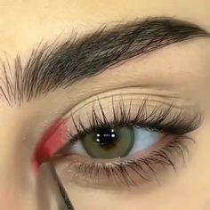 Makeup Tutorial Eyeliner, Makeup Looks Tutorial, No Eyeliner Makeup, Smokey Eye Makeup, Red Eyeliner, Red Eye Makeup, Red Makeup Looks, Red Smokey Eye, Pretty Eye Makeup