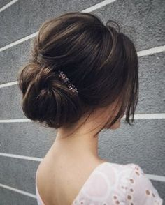 hair with flowers wedding hair hair natural wedding hair updos hair styles for medium length bun wedding hair hair and makeup hair clip Wedding Hair And Makeup, Hair Makeup, Hair Wedding, Wedding Up Do, Wedding Nails, Classic Wedding Hair, Updo For Wedding Guest, Wedding Shoot, Headband Wedding Hair