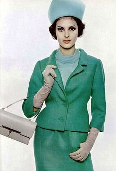 1963 Wearing a sea-green wool suit worn with a pale-blue mousseline blouse by Guy Laroche with gloves and handbag by Hermès Pub Vintage, Love Vintage, Vintage Fur, Vintage Stuff, Vintage Glamour, Mod Fashion, 1960s Fashion, Green Fashion, Vintage Fashion