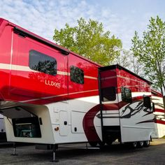 A beautiful paint job on a beautiful day! Total Automotive paint, No Decals! No Spotty Fading! Fifth Wheel Toy Haulers, Fifth Wheel Campers, Tree Houses, Play Houses, Luxury Rv Living, Fifth Wheel Living, Luxury Fifth Wheel, Rv Campers, Paint Schemes