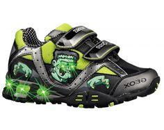 Kraftig Geox kondi til drengen der elsker sko med print. Skoen er med velcrolukning.