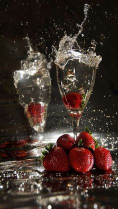 Toast, details, strawberries, mix, tastes//Brindar, detalles, fresas, combinación, sabores
