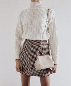26 Fall Wardrobe Essentials You Need in 2020 Winter Fashion Outfits, Fall Winter Outfits, Look Fashion, Autumn Winter Fashion, Womens Fashion, Young Fashion, Classy Outfits, Trendy Outfits, Fall Wardrobe Essentials