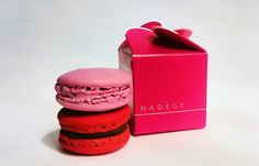 Fabulous Pink and Red Macaron Treat Macarons, Valentines Day, Sweet Treats, Cheesecake, Muffin, Breakfast, Desserts, Red, Pink