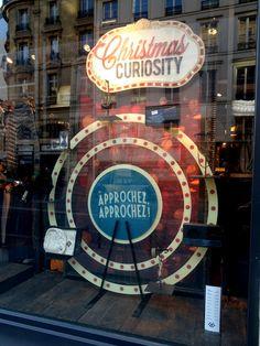 "Vitrine ""Christmas Curiosity"" Noël 2016 - Bonobo / Photo: Beausoleil France  #Premium #kakemono #roue #cirque #PVC #noel #vitrine"