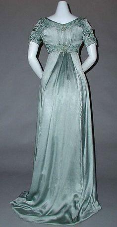 1910 ___ Evening Dress by Liberty of London ___ silk & cotton ___ British ___ at The Metropolitan Museum of Art ___ photo 3