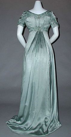 1910 ___ Evening Dress by Liberty of London ___ silk & cotton ___ British ___ at The Metropolitan Museum of Art ___ photo 3