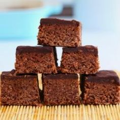 Chocolate And Peanut Butter Protein Bars: These homemade protein bars taste amazing, almost like a brownie without the guilt. Main ingredients are chocolate whey protein and peanut butter.