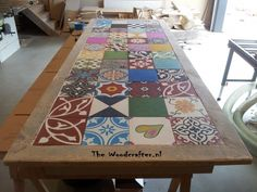 Nice Tabletop with a Patchwork tiles Upcycled Furniture, Home Decor Furniture, Furniture Makeover, Painted Furniture, Door Table, Patio Table, Dining Table, Patchwork Tiles, Decoration Stickers