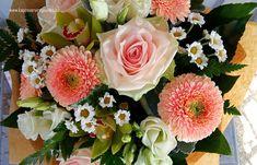 Vidám napot csokor 3011 Floral Wreath, Wreaths, Rose, Flowers, Plants, Decor, Decorating, Flower Crowns, Door Wreaths