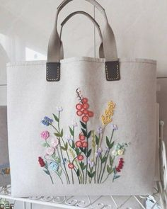 Diy Tote Bag Reusable Tote Bags Bolsas Jeans Fabric Bags Embroidery Bags Hand Embroidery Designs Silk Ribbon Embroidery Embroidery Stitches Learning To Embroider Hand Embroidery Stitches, Silk Ribbon Embroidery, Hand Embroidery Designs, Diy Embroidery Bags, Diy Vintage, Vintage Linen, Diy Broderie, Diy Tote Bag, Art Bag