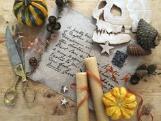 Home Tour: Alexa's Skeleton Party. Be inspired & give your guests a night to remember this Halloween! #hometour #placesettings #tabledecor #hostess #autumn #skulls #decaying #luxury