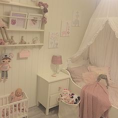 girls room..