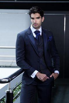 2015 Navy Blue Wedding Suits For Men Tuxedos Mens Suits Slim Fit Peaked Lapel Two Buttons Groomsmen Suit Jacket+Pants+Vest+Tie Mens Tux Mens Wedding Outfits From Li Min 1988, $124.63  Dhgate.Com