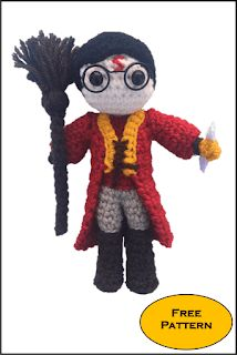 With this pattern by Daisy and Storm you will lear how to knit a Mini Harry Potter Quidditch Amigurumi Pattern step by step. It is an easy tutorial about harry to knit with crochet or tricot. Harry Potter Quidditch, Harry Potter Pillow, Harry Potter Scarf, Harry Potter Crochet, Pokemon Crochet Pattern, Crochet Amigurumi Free Patterns, Crochet Doll Pattern, Cute Crochet, Crochet Gifts