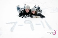 winter engagement picture ideas, snowy engagement photos, couple in snow adorable!! TO BAD IT DOESNT SNOW IN ALABAMA UGHH