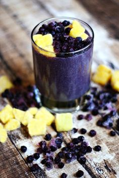 Wild Blueberry and Mango Protein Smoothie...made with clean, real food ingredients and it's raw, vegan, gluten-free, dairy-free, paleo-friendly and contains no refined sugar | The Healthy Family and Home #wildyoursmoothie #ad #sponsored