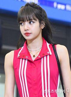 Kpop Girl Groups, Korean Girl Groups, Kpop Girls, Kim Jennie, Bangkok, Rapper, Lisa Bp, Airport Photos, Blackpink Jisoo