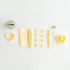 How to Pipe Frosting Using a Petal Tip  Dekorcsövet vásárolj a GlazurShopból! http://shop.glazur.hu/kellekek/dekoracios-csovek