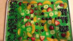 Carlino Fantasy Football Fruit Pizza ~ looks like a football field! sent by Teri Carlino