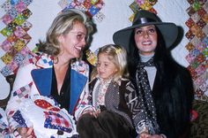Cher at an event with her mother and daughter, Chastity, Chaz Bono, Cher Photos, Disco 70s, I Got You Babe, 1970s Childhood, Cher Lloyd, Mom And Sister, Very Lovely, American Singers