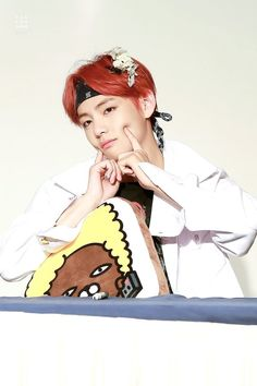 Resultado de imagen para taehyung con pelo rojo