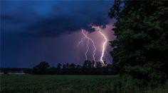 Blitze sind über Rulle zu sehen. Foto: André Havergo