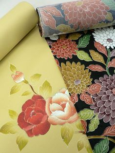 Flower Patterned Tanmono / 黒地花柄着尺地2反に八寸名古屋帯地付セット  【リサイクル着物・アンティーク着物・帯の専門店 あい山本屋】