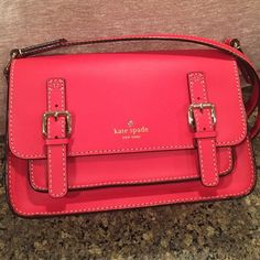 Kate Spade coral crossbody bag ❤️ Gorgeous Kate Spade crossbody bag in a bright coral. The PERFECT summer bag, or really any season...it's that cute. Magnetic front closure & zipper pocket on the inside. NWT kate spade Bags Crossbody Bags