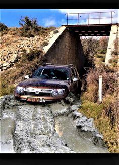 Dacia Duster dci 110 4WD, off road in Mud. Bourbier. SUV-34: Randonnée en famille. https://www.facebook.com/DaciaDusterSUV34/