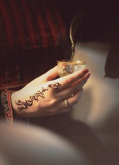 Pretty and simple Arabic henna design.