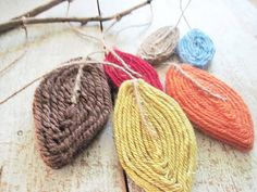 yarn leaf mobile project idea. love the color combinations here.
