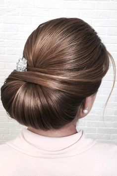 Beautiful chignon wedding hairstyle inspiration #weddinghair #hairstyle #hairideas #bridalhair #frenchchignon #messyupdo #braids #braidupdo #braided #updohairstyles