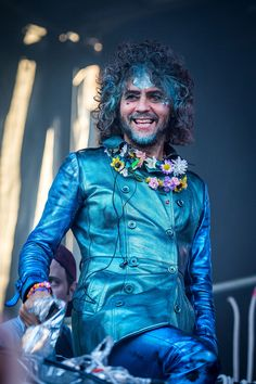Music, Film, TV and Political News Coverage Wayne Coyne, Pop Star Costumes, Halloween Costumes Pictures, Dress Up Boxes, Frou Frou, Rolling Stones, Star Fashion, Beautiful People, Celebs
