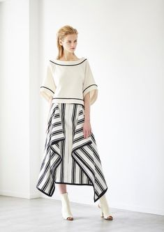 Modest Fashion, Skirt Fashion, Hijab Fashion, Fashion Dresses, Japan Fashion Casual, Dress Pesta, Look 2018, Batik Fashion, Contemporary Fashion
