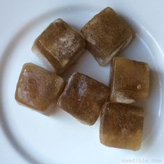 DIY Sunburn Soothing Comfrey Cubes 4oz comfrey root to 2 C. water. simmer med-low heat 30 minutes,let cool 2 hours. Strain, push as much gel as can through strainer. Use as is or make into cubes using a silicone bottom ice cube tray.