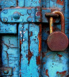 rusty lock on weathered blue door. Old Doors, Windows And Doors, Vintage Doors, Vintage Door Knobs, Knobs And Knockers, Peeling Paint, Shades Of Blue, Old Things, Colours